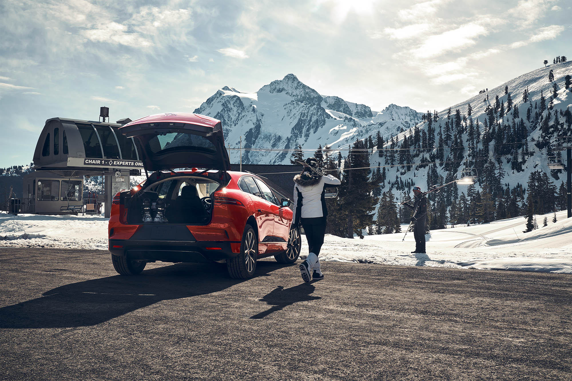 19-045_JLR_iPace_winter_SHOT_02_COMP01_FED_PR1_talent