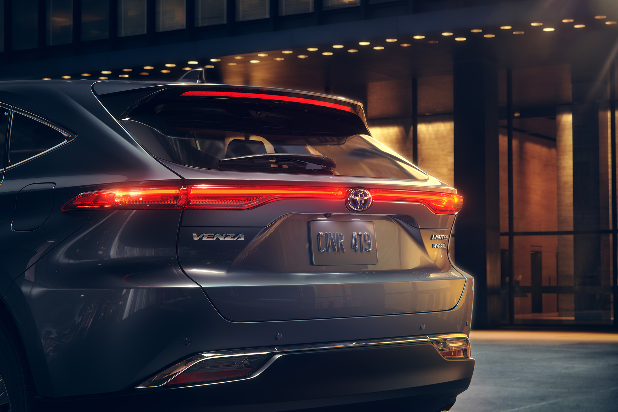 20-112_Toyota_Venza_15_rear_COMP06_AND_R4